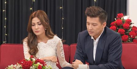 Tập cuối The Bachelor tiếp tục gây sốc khi nữ chính được chọn thú nhận là mẹ đơn thân