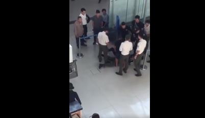 Hành hung nhân viên hàng không, 3 thanh niên chính thức bị khởi tố