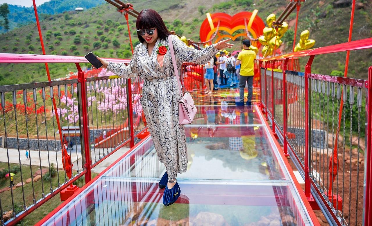 Cầu kính đầu tiên tại Việt Nam, giờ đây bạn có thể trải nghiệm không cần phải ra tận nước ngoài